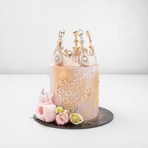 Rose Crown Cake